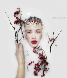 Uldus Bakhtiozina es una fotógrafa rusa que destaca por su trabajo obscuro y melancólico.