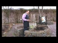 Keyhole Garden - video that explains what it is. Composting and gardening all together - idea came from Africa. Raised bed organic gardening.