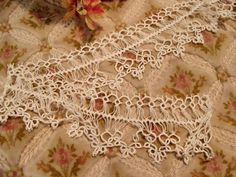 ANTIQUE DELICATE TATTED LACE TRIM TATTING