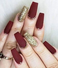 Nail Art Is One Of The Hot Trends In The , nail art ist einer der heißesten trends in der Nail Art Is One Of The Hot Trends In The , Flower nail art designs. For fall nail art designs. Red Acrylic Nails, Purple Nail Polish, Burgundy Nails, Purple Nails, Gel Nails, Coffin Nails, Red And Gold Nails, Glitter Nails, Stiletto Nails