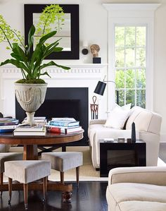 Strong contrasts in a classic space. Love the pedastal table and dark timber floors.