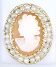 14KT YELLOW GOLD CAMEO RING WITH PEARLS.