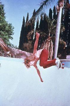 Tony Alva riding pools with the Z-Boys