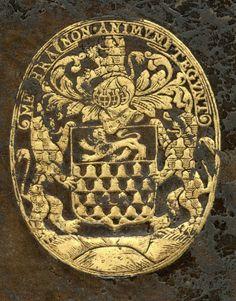 Reliure aux armes d'Oudart III Hennequin (15..-16..) : Vairé d'or et d'azur, au chef de gueules, chargé d'un lion léopardé d'argent – Devise : Membra non animum tegunt (Saint-Omer, BA, inv. 3202)