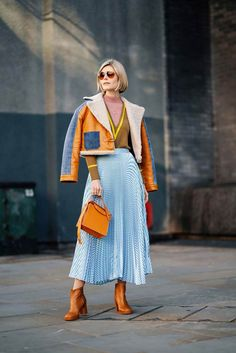 The best of street style from London Fashion Week can find Fashion week and more on our website.The best of street style from London Fashion Week 2019 Look Street Style, Street Chic, Street Style Fashion, Colourful Outfits, Colorful Fashion, Unique Fashion Style, Unique Outfits, Fashion Colours, Mode Outfits
