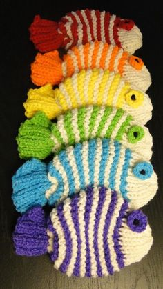 Crochet tawashi- you wash your dishes with them! Crochet Kitchen, Crochet Home, Knit Or Crochet, Crochet Crafts, Yarn Crafts, Crochet Fish, Free Crochet, Yarn Projects, Knitting Projects