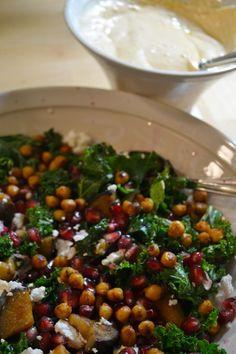 Lämmin lehtikaalisalaatti ja harissa-jogurttikastike warm kale salad with harissa joghurt dressing