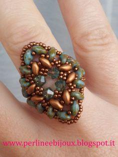 "Anello con perline ""superduo"" e cristalli Swarovski http://www.misshobby.com/it/negozi/perline-e-bijoux www.perlineebijoux.blogspot.it http://www.facebook.com/pages/Perline-e-Bijoux/222239377917891"
