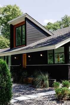 Bright And Colorful Mid-Century Nashville Ranch Home - mid century modern home + black painted exterior - Black House Exterior, House Paint Exterior, Exterior Siding, Exterior House Colors, Modern Exterior, Exterior Design, Cedar Siding, Wood Siding, Siding Colors