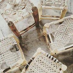 Macrame stools design lespetitsbohemes et Bonjour at http://lespetitsbohemes.fr