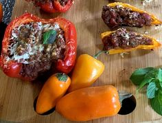 Comida Latina, Beef, Stuffed Peppers, Vegetables, Food, Chilli Recipes, Red Beans, Mexican Cuisine, Cilantro