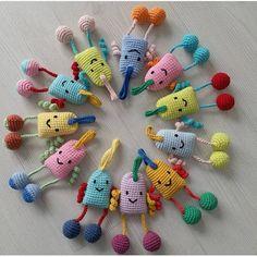 @sevalin.co ... Crochet Patterns Amigurumi, Amigurumi Doll, Crochet Toys, Crochet Baby, How To Make A Pom Pom, Crochet Animals, Baby Dolls, Mini, Free Pattern