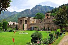 Discover all the places to visit in Srinagar and rest of the Kashmir. Visit colourful sights, enthralling places like Dal lake, Gulmarg, Pahalgam and much more with an unparalleled luxury of The LaLiT Grand Palace Srinagar. Mughal Architecture, Womens Health Magazine, Health Tips For Women, Hill Station, Tourist Places, Places To Visit, Tours, Srinagar Tourism, Emperor