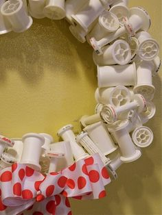 Spool wreath for the sewing room..YES PLEASE
