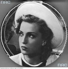 Tamara Wiszniewska. Polish actress, 1939. Interwar Period, Old Movie Stars, Old Movies, Cinematography, Golden Age, Art Girl, Amazing Women, Cool Girl, Mona Lisa