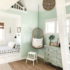 sophie room The best teen girl room ideas including epic beds, a hangout spot, a feature wall, twink Cute Teen Rooms, Bedroom Decor For Teen Girls, Teen Girl Rooms, Teenage Girl Bedrooms, Room Decor Bedroom, Teenage Girl Bedroom Designs, Bedroom Ideas For Tweens, Small Teen Room, Dream Teen Bedrooms
