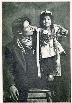 'Cree father with child' ~ City Studios, Prince Albert, Sask Source: PA Historical Society Native American Children, Native American Pictures, Native American Beauty, American Indian Art, Native American Tribes, Native American History, Native Americans, American Symbols, Indian Tribes