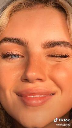 Edgy Makeup, Cute Makeup, Pretty Makeup, Simple Makeup, Skin Makeup, Simple Eyeliner, 90s Makeup Look, Natural Eyeliner, Glow Makeup
