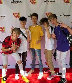 tik tok famous my broos - tiktok Hot Emo Boys, Cute Teenage Boys, My Future Boyfriend, To My Future Husband, Josh Richards, Just Beautiful Men, Baker Boy, Fine Boys, Dream Boy