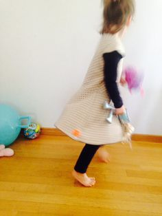 Cotton jersey minimal dress for girls with circle skirt by ElliandPaul Minimal Dress, Girls Dresses, Summer Dresses, Japanese Fabric, Ss 15, Minimalism, Polka Dots, Skirts, Sleeves