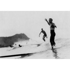 Duke Kahanamoku surfing in Waikiki / Oahu / Hawaii / Waikiki beach Vintage Surfing, Surf Vintage, Kelly Slater, Vintage Surfboards, Beach Pink, Surf News, Hawaii Honeymoon, Oahu Hawaii, Surfer Magazine
