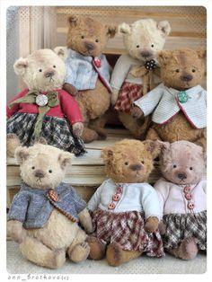teddy bear monty tiny by anna bratkova Mini Teddy Bears, Teddy Bear Cartoon, Baby Teddy Bear, Teddy Bear Gifts, Teddy Toys, Vintage Teddy Bears, Tedy Bear, Teddy Bear Birthday, Crochet Teddy
