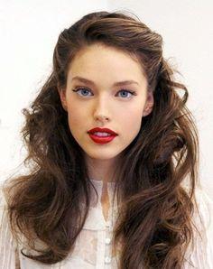 Upięcie części włosów z tyłu - długie włosy