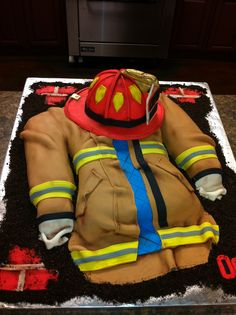 Firefighter Turnout Jacket & Helmet Cake brother glen would like this Fancy Cakes, Cute Cakes, Beautiful Cakes, Amazing Cakes, Fire Cake, Fire Fighter Cake, Firefighter Wedding, Fireman Wedding, Firefighter Family