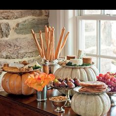 Remove the stems from pumpkins and lay plates or platters on top to create a pretty display for a Halloween parties or Thanksgiving dinner. IDEA for Thanksgiving appetizers Thanksgiving Decorations, Seasonal Decor, Diy Thanksgiving, Thanksgiving Tablescapes, Halloween Decorations, Thanksgiving Celebration, Thanksgiving Appetizers, Holiday Fun, Holiday Decor