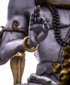 The Immortals of Meluha is the first novel of the Shiva trilogy series by Amish Tripathi. Rudra Shiva, Mahakal Shiva, Krishna, Angry Lord Shiva, Lord Shiva Hd Images, Lord Shiva Hd Wallpaper, Lord Shiva Family, Shiva Tattoo, Lord Shiva Painting