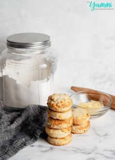 Homemade Dry Baking Mix (DIY Bisquick) is less expensive and better for you! Make homemade biscuits, pancakes, muffins, cakes, and more! Bisquick Recipes Biscuits, Homemade Biscuits, Stove Top Meatloaf, Homemade Dry Mixes, Cooking Recipes, Easy Recipes, Cooking Tips, Bread Recipes, Mason Jar Meals