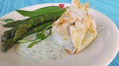 Risotto-Gemüsepäckchen aus dem Ofen mit grünem Spargel und Joghurt-Bärlauch-Sauce