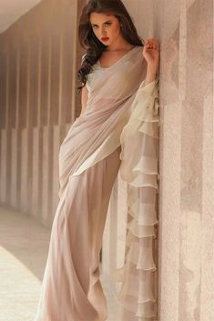 Do you need the best quality Modern Indian Sari kind of like Classic Saree plus Bollywood sari then you'll like this Click VISIT link for more details indianfashion Indian Wedding Outfits, Indian Outfits, Party Wear Indian Dresses, Indian Attire, Indian Wear, Look Fashion, Indian Fashion, Collection Eid, Formal Casual
