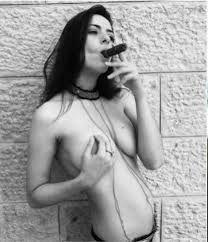 Resultado de imagen para mujeres fumando habanos
