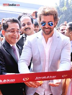 Hrithik inaugurates Joyalukkas jewellery showroom.  http://movie.webindia123.com/movie/asp/event_gallery.asp?cat_id=2&p_id=0&e_no=6953