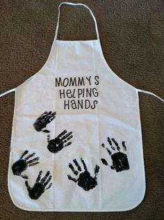 "Say, ""Grandma's Helping Hands"" Handprint Apron- Christmas Craft Ideas Baby Crafts, Crafts To Do, Holiday Crafts, Crafts For Kids, Homemade Aprons, Homemade Gifts, Footprint Art, Grandparent Gifts, Mom Gifts"