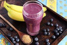 BORŮVKOVO-BANÁNOVÝ SMOOTHIE    Ingrediencie: 2 banány 1 hrnček čučoriedok semienka, orechy alebo ovsené vločky (chia semienka, vlašské orechy apod.) javorový sirup alebo med…