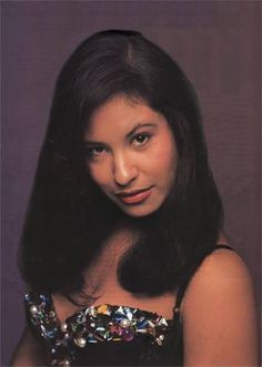 Selena Quintanilla Perez, Mom Film, Mundo Musical, Selena Pictures, Hairstyles For Gowns, Celebrity Makeup Looks, Just Girl Things, Iconic Women, Her Smile