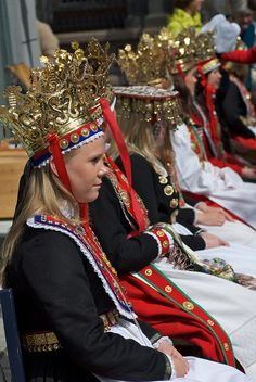Bridal costumes from Western Norway We Are The World, People Around The World, Beautiful Norway, Wedding Costumes, Bridal Crown, Folk Costume, World Cultures, Ethnic Fashion, Traditional Dresses