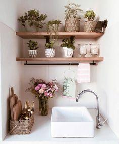 """1,624 Me gusta, 10 comentarios - BELGIKA HOME DESIGN (@belgikahome) en Instagram: """"Feliz día de la primavera!! 🌿 Falta poco para hacer los cambios en este rincón. Cómo les conté hace…"""" Floating Shelves, Instagram, Home Decor, Spring Day, Happy Day, Little Cottages, Wood, Decoration Home, Room Decor"""