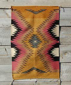 Bohemian tribal rug--under black pattern Indian chair. Navajo Weaving, Navajo Rugs, Native American Rugs, Native American Indians, Native American Blanket, Textiles, Textile Patterns, Textile Texture, Textile Art