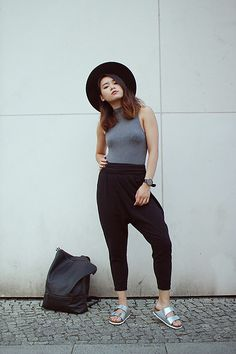 Get this look: http://lb.nu/look/8372295  More looks by Dan T: http://lb.nu/babashi  Items in this look:  H&M Turtleneck Top, American Apparel Harem Pants, Birkenstock, H&M Fedora, Pull&Bear Backpack   #grey #style #allgrey #birkenstock #sandals #harempants #backpack #simple #minimalistic