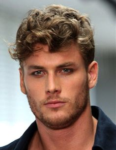 15+ Shaggy Hairstyles for Guys