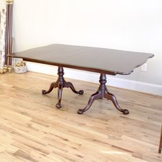 HH Mah Ball & Claw DR Table