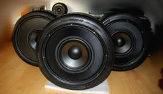 In my garage I had an old pair of used high-performance tires that I had recently taken off for the winter. I thought, why not a tire shaped subwoofer! Homemade Speakers, Diy Speakers, Tire Furniture, Recycled Furniture, Handmade Furniture, Furniture Design, Diy Boombox, Reuse Old Tires, Reuse Recycle
