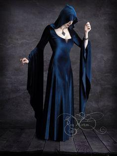 Aislinn Kapuzen Märchen Dress - handgemachte dunkel romantischen eleganten gotischen Vampire Ritual Wicca Handfasting Mantel Kleid von rosemortem auf Etsy https://www.etsy.com/de/listing/104341877/aislinn-kapuzen-marchen-dress
