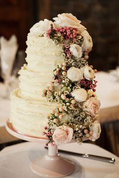 Love the creative floral take on this cake