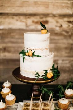 Industrial Boho Wedding | Wedding Planner: Jen Rios Weddings | Photography: Haley Rynn Ringo Photography | Reception Venue: Mopac Event Center | Cake: Jar Cakery #bridesofnorthtx #wedding #cake