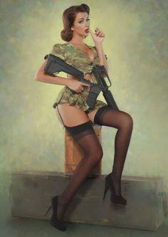 Guns And Babes : Photo