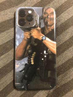 This would be the only reason I would upgrade my 7 to the LoL😂😂This is the best case I've ever seen👍🏽 caseiphone iphone apple tactical commando Apple Iphone, Iphone 5s, Best Iphone, Iphone Meme, Arnold Schwarzenegger, John Rambo, Arcade, Funny Images, Funny Pictures